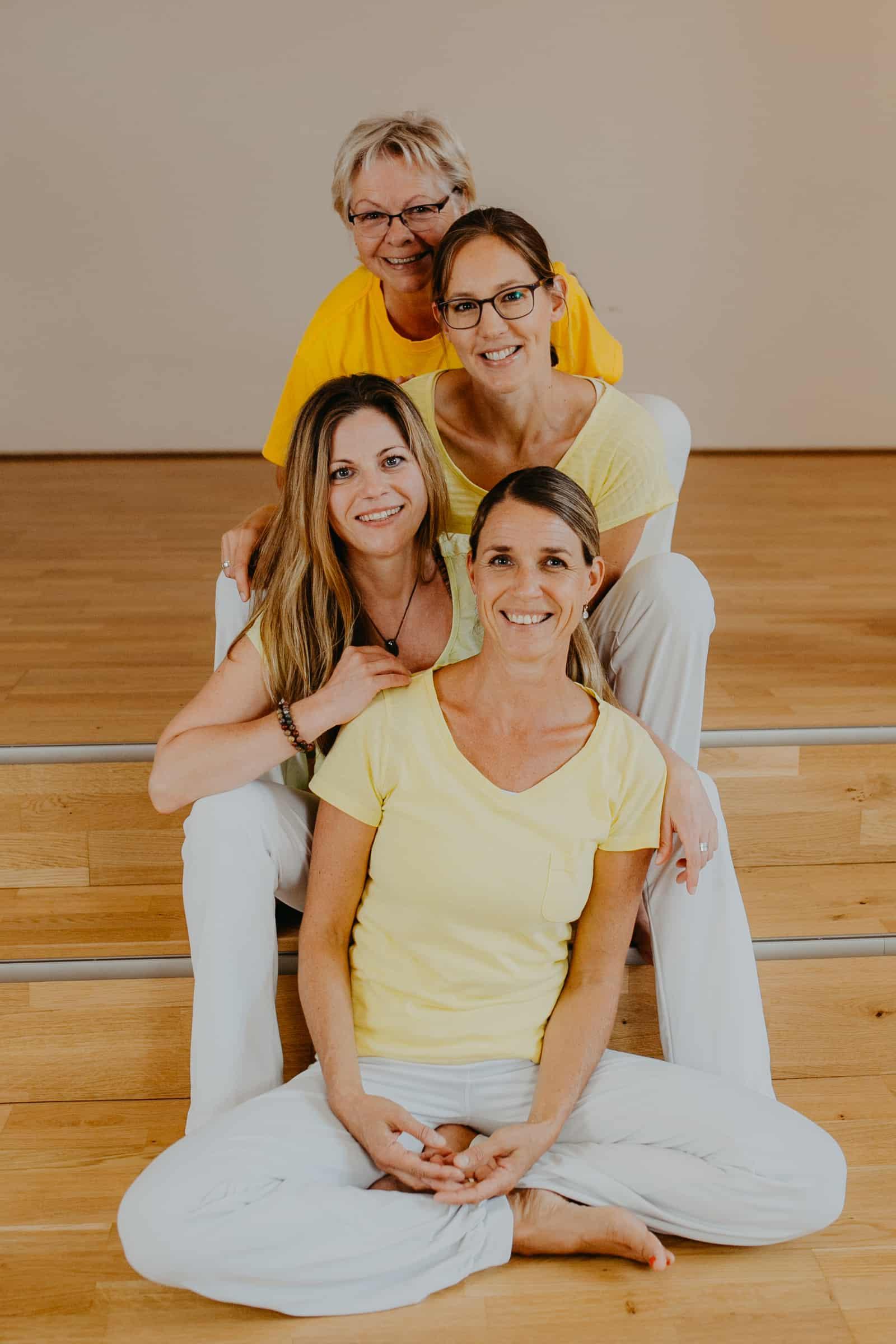 Unsere Yogalehrerinnen: Carolin, Sandra, Katharina und Renate