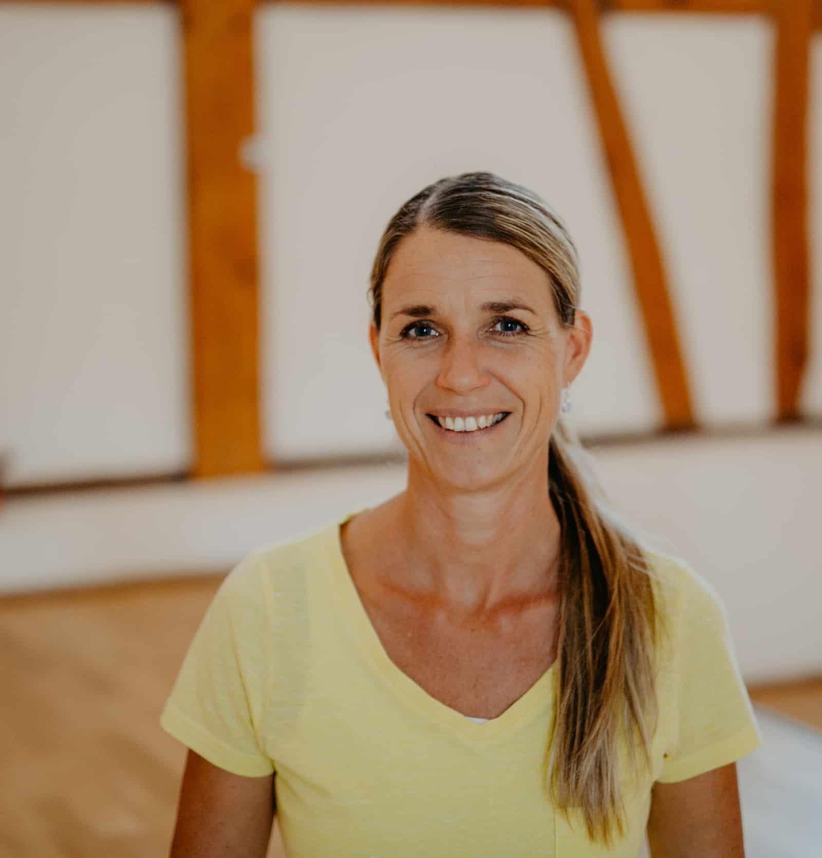 Carolin Bog - Hatha Yoga nach Sivananda (BYV)